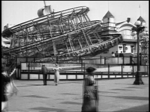 "b/w 1920s ""top"" rotating ride at coney island / nyc / newsreel - coney island stock-videos und b-roll-filmmaterial"