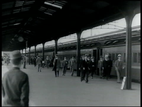 japan 1920s vs tokyo buildings japanese males in business suits exiting train at station train driver japanese baseball game japanese golfer - 1920年点の映像素材/bロール