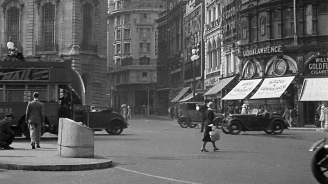 B/W 1920s wide shot Piccadilly Circus traffic scene with pedestrians / London, England