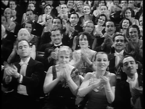 vídeos de stock e filmes b-roll de b/w 1920s/30s audience in formalwear clapping in theater - 1930