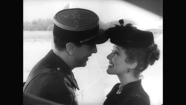 1930s a woman (jean parker) is greeted by a man (reginald gardiner) on her arrival to morocco - 1930 1939点の映像素材/bロール