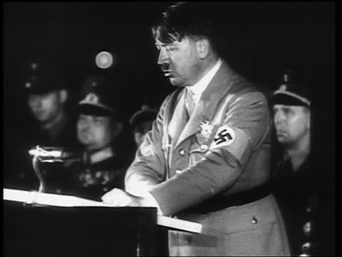 vídeos de stock, filmes e b-roll de 1930s adolf hitler wearing swastika armband at podium delivering impassioned speech - adolf hitler
