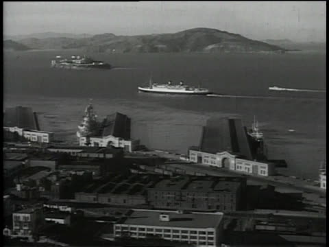 vídeos de stock, filmes e b-roll de 1930s ws boats in the san francisco bay / san francisco, california, united states - baía de são francisco