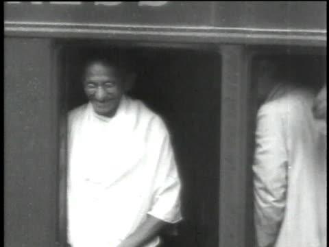 stockvideo's en b-roll-footage met 1930s b/w gandhi smiling and speaking / india - mahatma gandhi