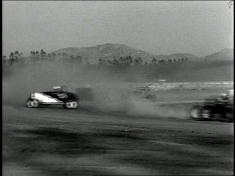 vídeos de stock, filmes e b-roll de 1930s b/w hot rod cars racing around track / corona show grounds speedway, corona, california, united states - hot rod