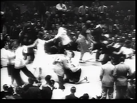 vídeos de stock e filmes b-roll de b/w 1930s couples with numbers swing dancing on stage by spectators - dança jive