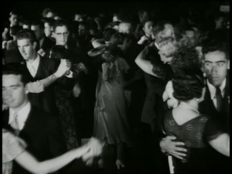 vidéos et rushes de b/w 1930s crowd of couples dancing on floor - 1930