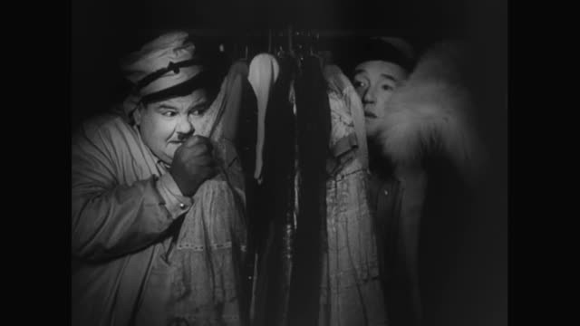 1930s hiding in a woman's armoire proves to be a bad idea for laurel and hardy - 隠れる点の映像素材/bロール