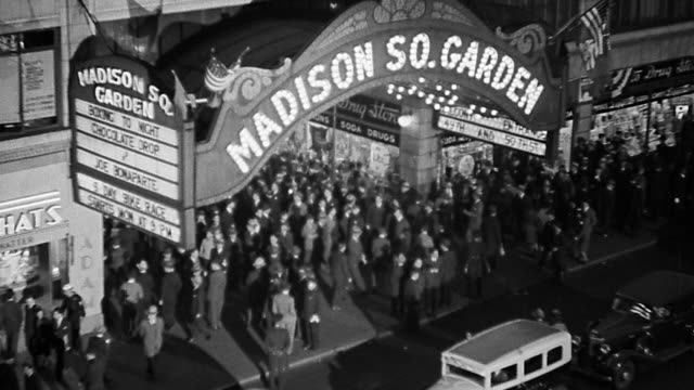 vídeos y material grabado en eventos de stock de b/w 1930s high angle crowds entering + standing around entrance of madison square garden / new york city - 1930