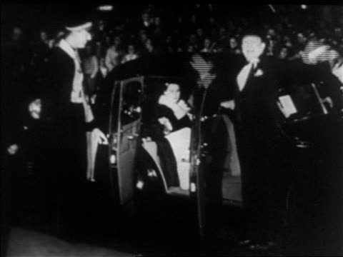 B/W 1930s Hugh Herbert in tuxedo waving by limo at Hollywood premiere at Grauman's Chinese / news