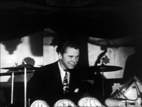 vídeos y material grabado en eventos de stock de 1930s jackie cooper playing drums in don dickerman's pirates den nightclub / documentary - sólo hombres jóvenes