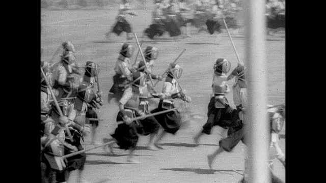 iconic snow capped mount fuji. japanese emperor hirohito on back of walking white horse. rise of militarism: trainer bowing. many japanese soldiers... - 昭和天皇点の映像素材/bロール
