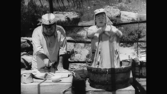 1930s laurel and hardy complete laundry duty - 1930 1939点の映像素材/bロール