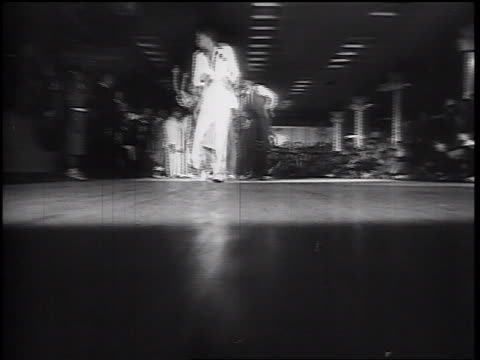vidéos et rushes de b/w 1930s low angle tracking shot black couples swing dancing in large hall - rock