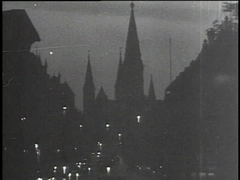 1930s montage berlin streets at night / berlin, germany - 1930 stock-videos und b-roll-filmmaterial