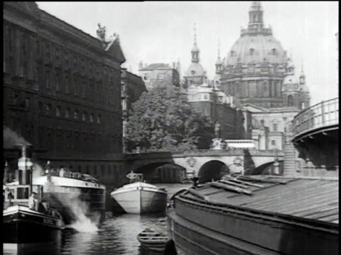 1930s montage boats and window washer / berlin, germany - 1930 stock-videos und b-roll-filmmaterial