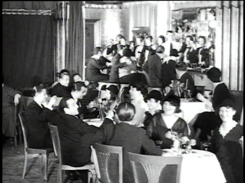 vídeos y material grabado en eventos de stock de 1930s montage chorus girls dancing in bartender costumes at restaurant / berlin, germany - 1930