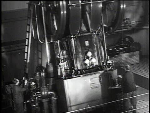 vídeos y material grabado en eventos de stock de 1930s montage large piston motor and crankshaft / berlin, germany - motor eléctrico