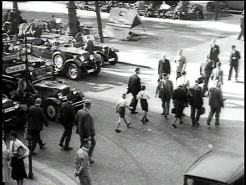 stockvideo's en b-roll-footage met 1930s montage pedestrians and traffic on busy city street / berlin, germany - 1930
