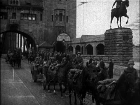1930s nazi troops crossing bridge on horses + in wagon / de-militarized rhineland - erbivoro video stock e b–roll
