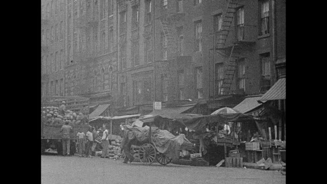 1930s new york city daytime street vendors - lower east side bildbanksvideor och videomaterial från bakom kulisserna