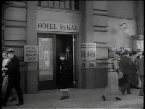 "1930s ws outtake from warner bros. film ""backfire"" / chicago, illinois, united states - ausrutscher stock-videos und b-roll-filmmaterial"