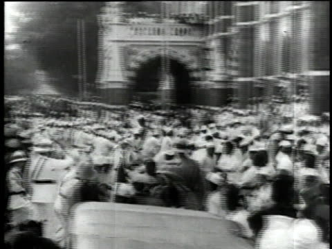 stockvideo's en b-roll-footage met 1930s pan police chasing and beating rioters / bombay india - britse cultuur