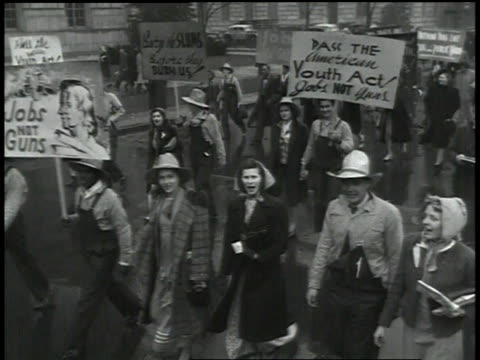 stockvideo's en b-roll-footage met 1930s protesters marching on a wet street / united states - agrarisch beroep