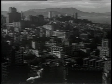 vídeos de stock, filmes e b-roll de 1930s pan skyline of san francisco / california, united states - baía de são francisco