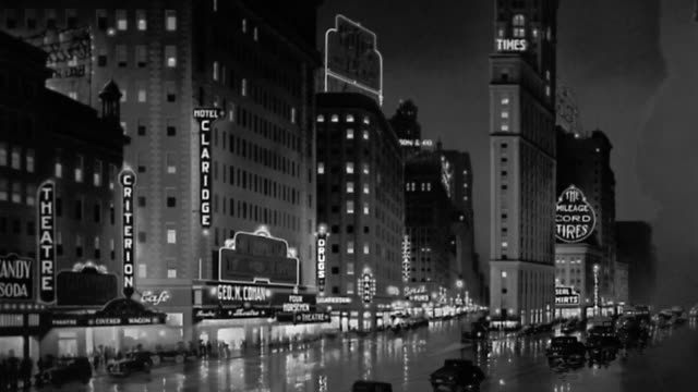 vídeos de stock e filmes b-roll de 1930s wide shot times square at night w/cars passing lighted marquees / staged - 1930