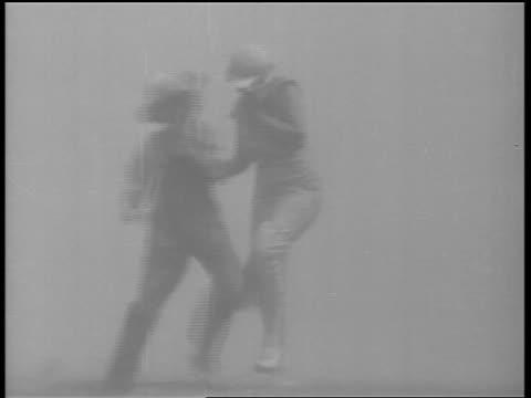 vidéos et rushes de b/w 1930s woman boy trying to walk through dust storm / dust bowl - tempête de poussière