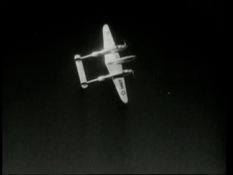1940s aerial lockheed p-38 lightning doing acrobatic maneuvers in sky / - black and white点の映像素材/bロール