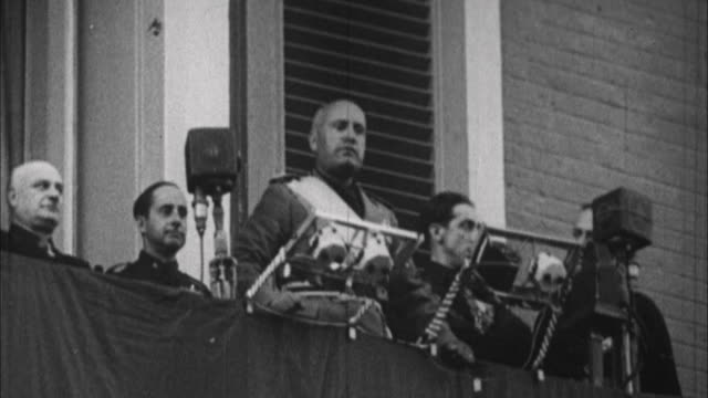 1940s b/w ms ls benito mussolini having speech from balcony / rome italy - benito mussolini stock videos & royalty-free footage