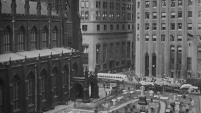 1940s b/w montage federal hall with george washington statue / new york city, new york, usa - global finance stock videos & royalty-free footage