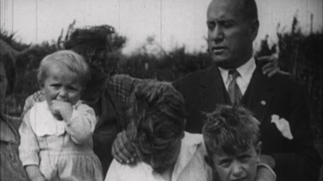 1940s b/w montage portrait of benito mussolini with his wife rachele and three children / italy - familie mit drei kindern stock-videos und b-roll-filmmaterial