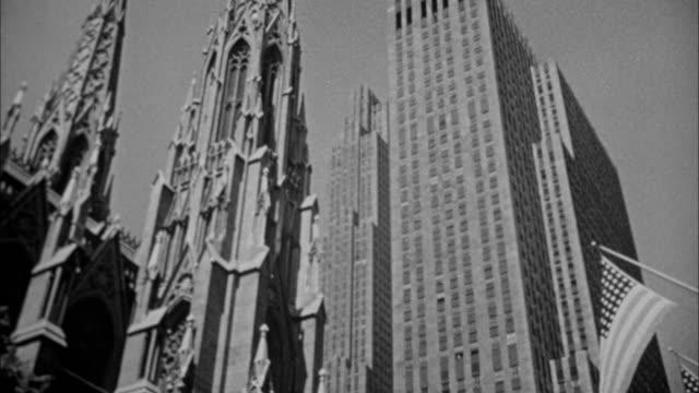 vídeos de stock e filmes b-roll de 1940s b/w montage rockefeller plaza / new york city, new york, usa - estátua de atlas