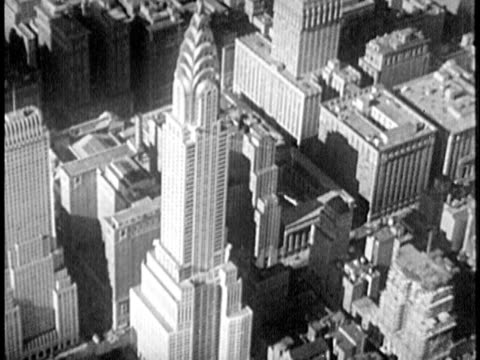 vidéos et rushes de b/w aerial, 1940s chrysler building / new york city, new york - prelinger archive