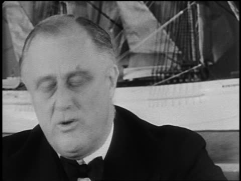 vídeos y material grabado en eventos de stock de 1940s close up franklin d. roosevelt reading speech indoors - only mature men