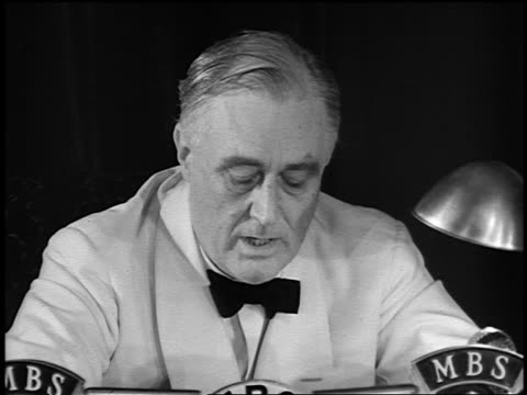 vídeos y material grabado en eventos de stock de 1940s close up franklin d. roosevelt reading speech into microphone for radio message - only mature men