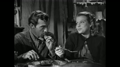 vidéos et rushes de 1940s family discussion about health benefits of vegetarianism while gratefully enjoying a meat dinner - péquenaud