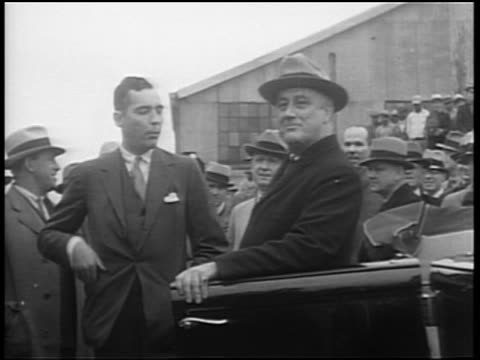 1940s franklin d. roosevelt leaning on car door shaking hands with man / crowd in background - 60 64 years stock videos & royalty-free footage