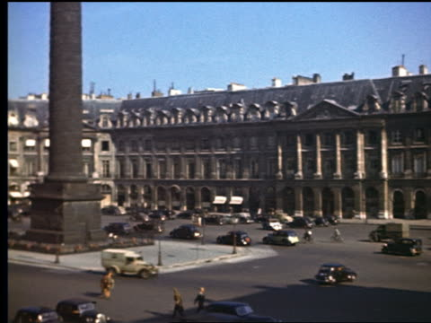 stockvideo's en b-roll-footage met 1940s high angle pan traffic + people walking in place vendome past bottom of colonne vendome / paris - colonne vendome