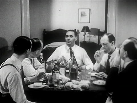 vídeos de stock e filmes b-roll de 1940s medium shot mob boss talking and siitting down with men at table/ audio - homens de idade mediana