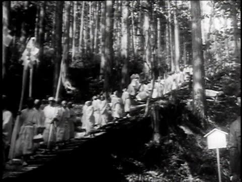 1940s monks crossing bridge / tokyo, japan - skakig kamerabild bildbanksvideor och videomaterial från bakom kulisserna