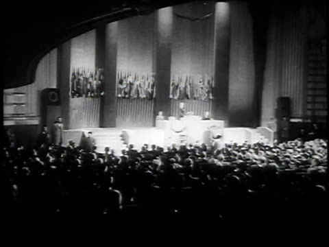 stockvideo's en b-roll-footage met 1940s montage audience watching stage performance / united states - caucasian ethnicity