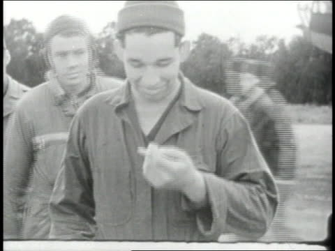 vídeos de stock, filmes e b-roll de 1940s montage crew posing in front of damaged b-17 / european theater of operations - superexposto