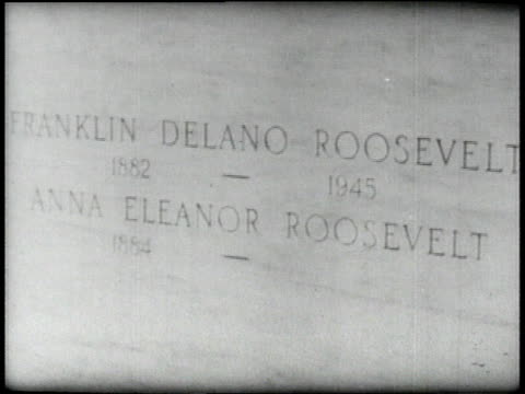 vídeos de stock, filmes e b-roll de 1940s montage grave site of franklin roosevelt / inscription on tombstone / people visiting grave / people walking past grave / two women looking... - desaparecer gradualmente