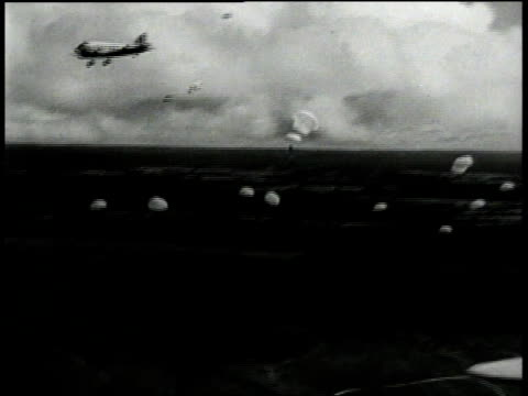 1940s montage parachutes in the sky - fallschirmjäger stock-videos und b-roll-filmmaterial