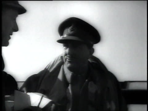 stockvideo's en b-roll-footage met 1940s montage winston churchill and other men on a naval vessel churchill goes down a hatch - hatch