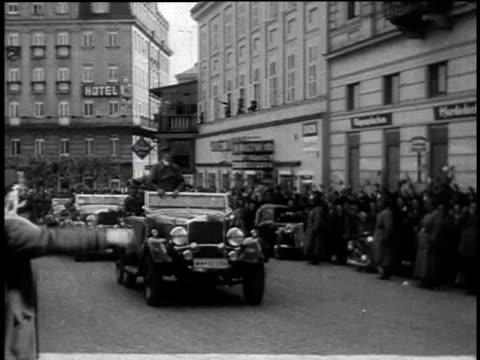 1940s people cheering adolf hitler as he is driven down an austrian street / austria - insignier bildbanksvideor och videomaterial från bakom kulisserna